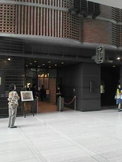 こじゃれた公民館入口